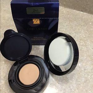 Estée Lauder Perfectionist Serum Compact Powder